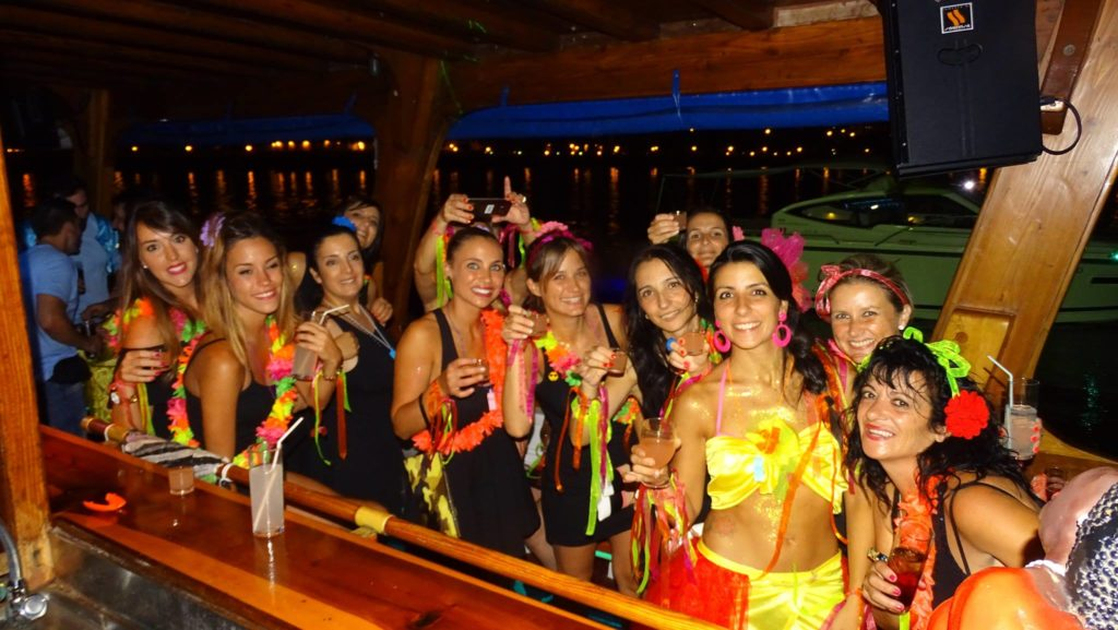 Magaluf Boat Party Barca Samba - Party Girls